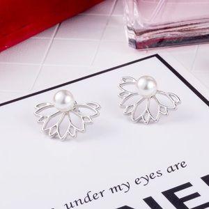 Jewelry - NWOT silver lotus earrings